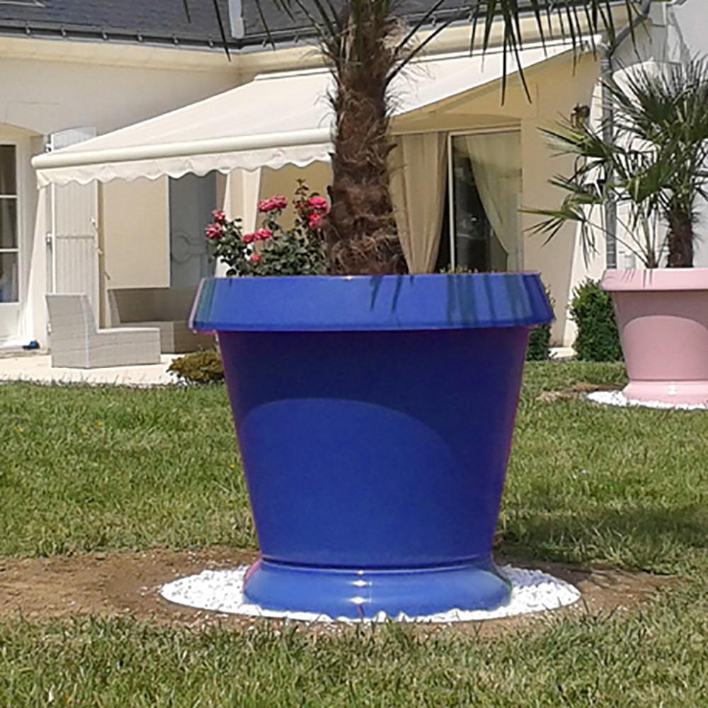 pot de fleur pelouse haute bleu